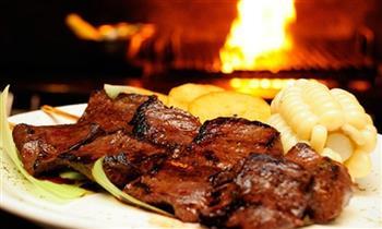 ¡Almuerzo o cena para 2! incluye: entradas + platos de fondo a elección + bebidas y más