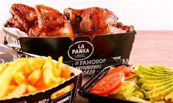 Pollo entero a la brasa + papas + ensalada en La Panka