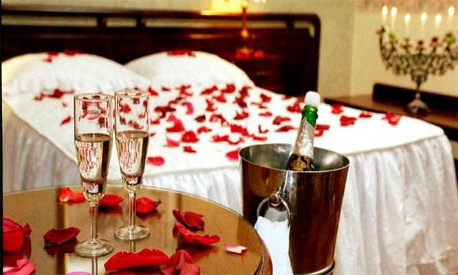 Noche rom ntica en habitaci n suite con jacuzzi - Decoracion habitacion romantica ...