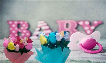 Pueblo Libre: Triciclo de Flores hechas a base de mediecitas de bebé y flores de papel