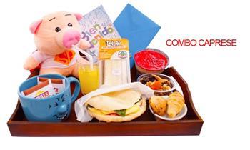 Delicioso desayuno, incluye: tartaleta de manzana + taza carita feliz y más
