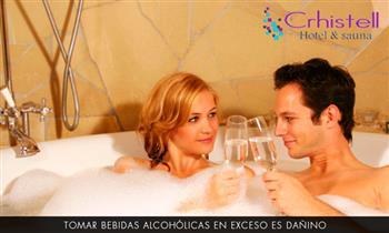 Noche romántica en habitación suite con Jacuzzi, decoración y más.