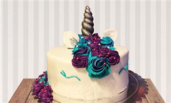 Delivery:Torta Unicorno con keke de sabor a elegir, masa elástica y buttercream